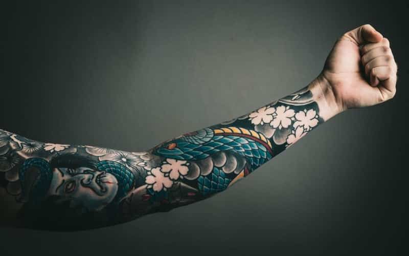full arm colored tattoo is seen as a sign of independent thinking