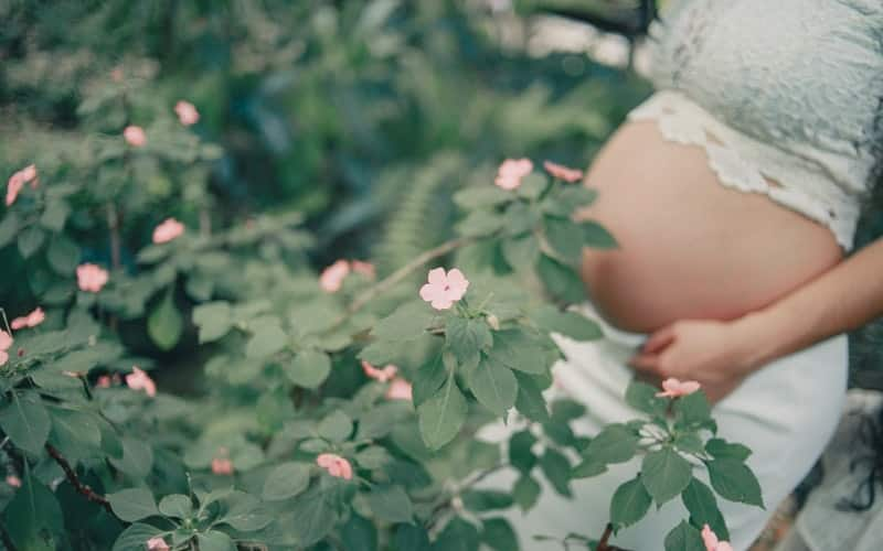 pregnant women should stay close to nature and happy